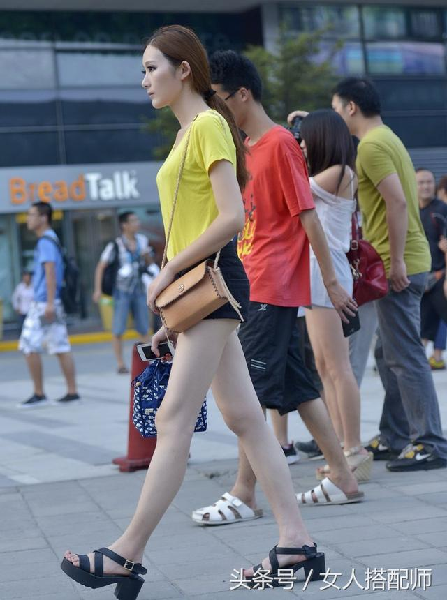 看美女第一眼看什么?我看腿那么你呢?