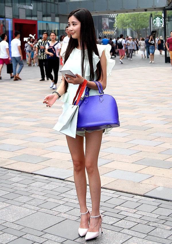 街拍美女:王宝强别烦,大街上大把比马蓉漂亮的美腿