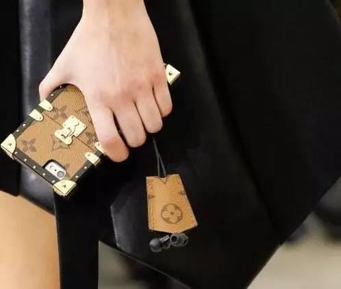 比iPhone7还贵!LV出手机壳了,一月中国上市!更丧心病狂的是……