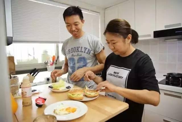 羡慕!这个中国好男人每天早起,给爱人做出了最暖心的早餐!