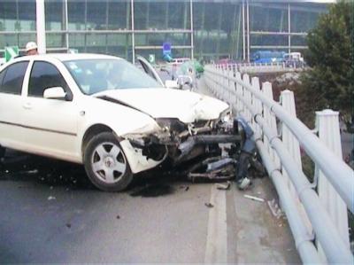 汽车出了事故又自燃,去保险公司理赔才发现,这2种保险不用买