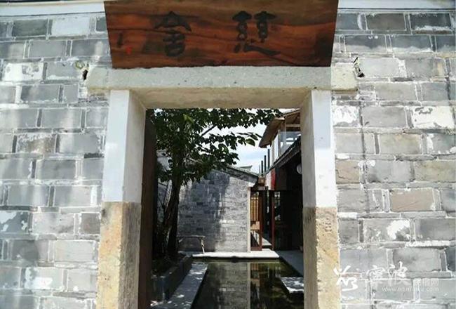 中国传统香品品鉴<br/>12月18日周日下午13:00-16:00<br/><br/>课堂亮点:<br/>纠错一些常见问题,很多人对一些(名词)和(香本身)的功能了解的太简单,甚至认为就是寺庙的,但不知道香有多少形式、功用。通过品鉴香的学习,可以快速在市场上找到合适自己的香、健康的香。看似不起眼的香方,却隐藏着滑肌玉体的秘密,<br/>活动流程<br/>1.与香结缘,香为何物,品鉴香的方法(香粉、线香、香丸);<br/>2.茶歇时间(品味来自溪水山林深处宋代茶园的老白茶);<br/>3.观赏倒流香,了解香的养身功效性。<br/>