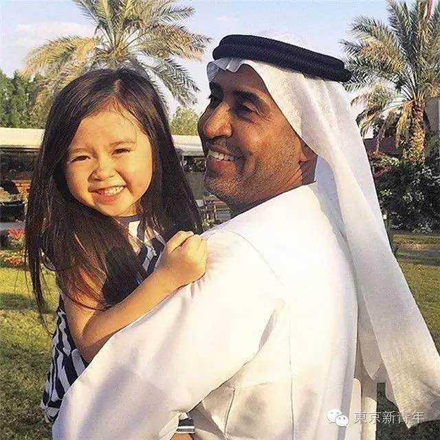 自从这个韩国小萝莉认了迪拜人当了干爹,数不尽的LV劳斯莱斯犹如洪荒之灾!