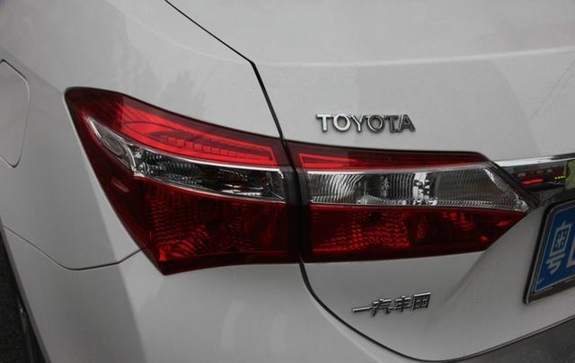 妹子提丰田卡罗拉1.6L 自己客串车模