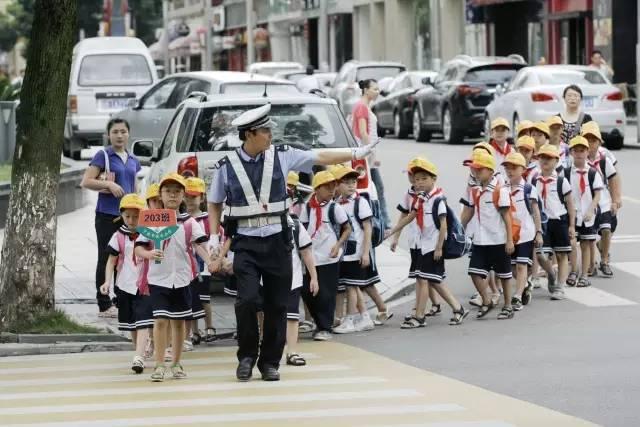 【开学啦】江东交警提醒:小朋友们与家长准备好了吗?