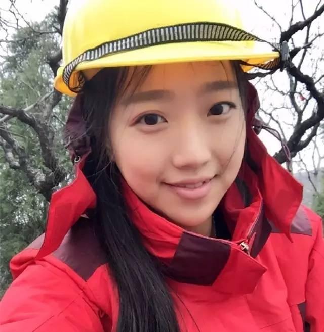 25岁的她酷似金喜善,却在一个寺庙,爬上爬下修了两年壁画