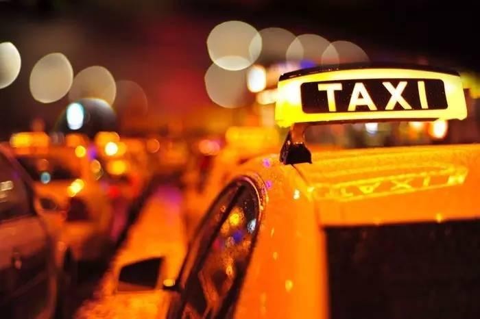 网约车新政满月:乘客和司机为什么都不买账?