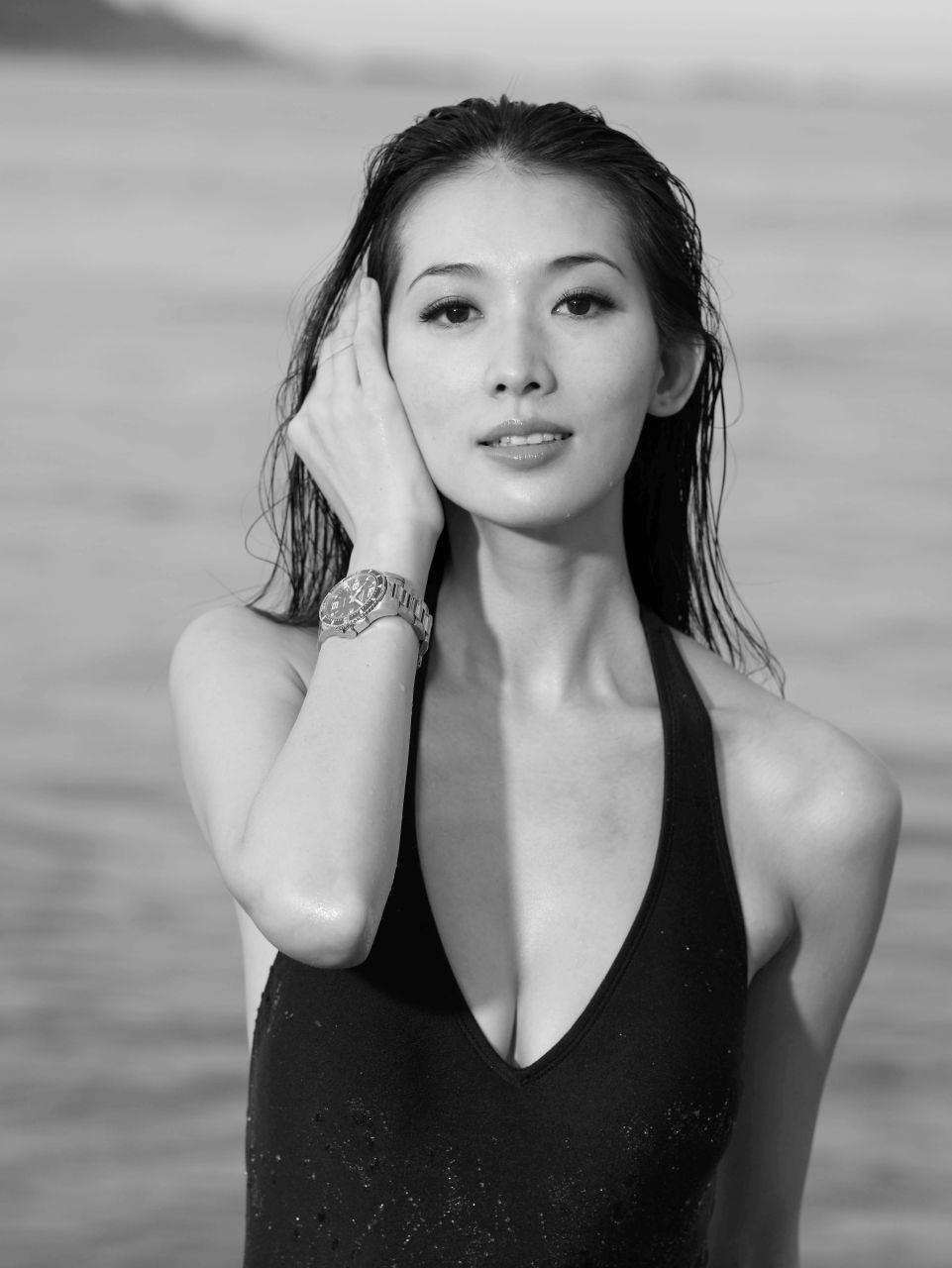 她是公认的台湾省第一美女,凭借一双美腿吸睛无数,如今却难敌岁月摧残