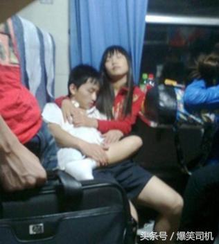 回家过年季火车上的各种爆笑睡姿,你最佩服哪一个?