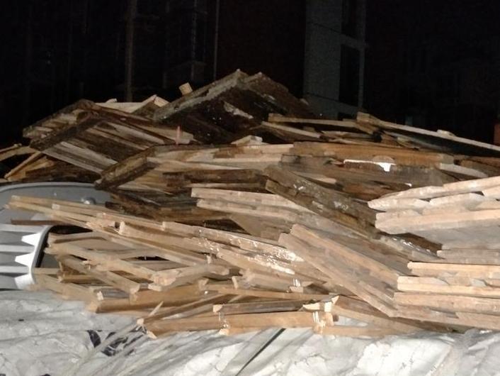 在垃圾中转站扔木头,算是偷倒垃圾吗?