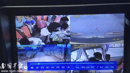 4岁男童被校车撞死 事发时司机抱着女学生开车