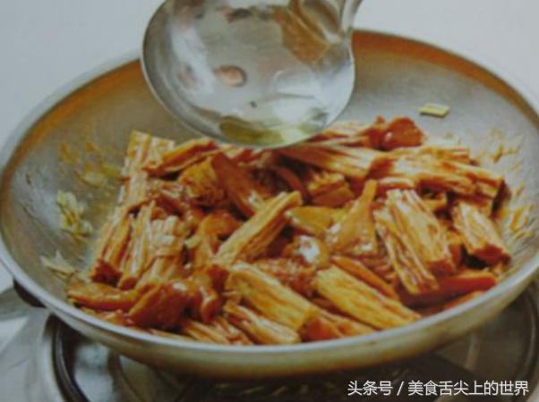 蘑菇加它一起炒,给肉都不换,常吃还能软化血管,保护心脏!