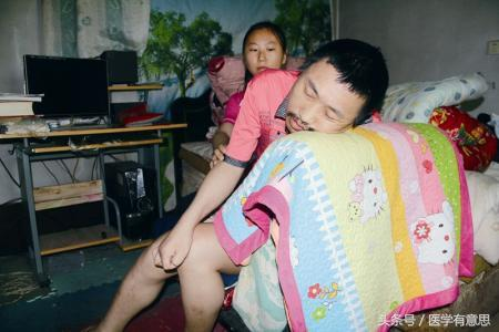 30岁男子躺下就断气,只能坐着睡觉,医生检查后发现了原因