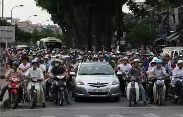 这个国家街头比越南更烂,还扬言12年之内超过我国