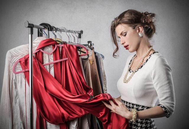 在服装厂呆了20年的老阿姨告诉你,新买的衣服要不要洗