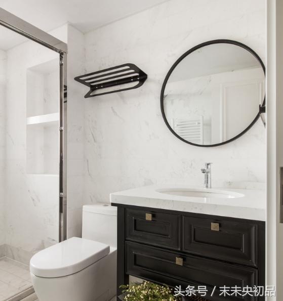 一个实用舒服的卫生间怎么装修?瓷砖、照明、浴缸、电器怎么选?