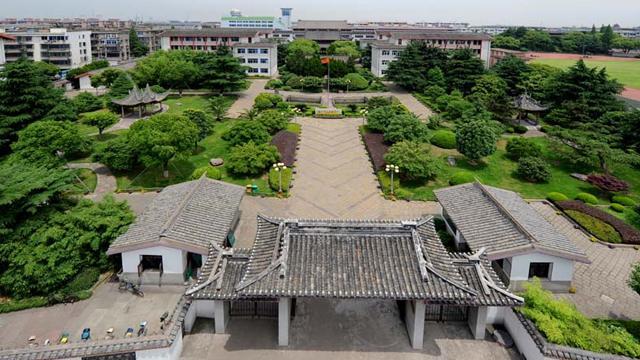 宁波镇海:一座古城与一所学校