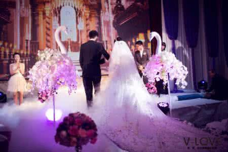 结婚那天我跟着车队去接新娘,半路新娘打来电话,我掉头回家