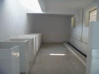 18岁女子厕所产子后扔下5楼 不知孩子父亲是谁