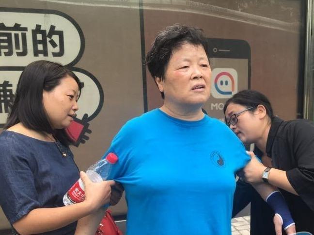 暖!66岁江北蔡阿姨晕倒路边,鄞州女校长施救及时化险