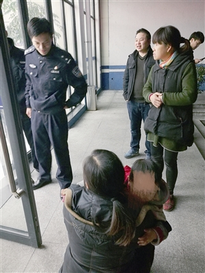 3小时!3岁男孩迷路 警方微博微信求助帮孩子见到妈妈