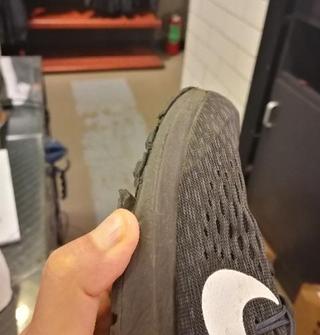 在某商场买的耐克鞋,才两天就脱胶……