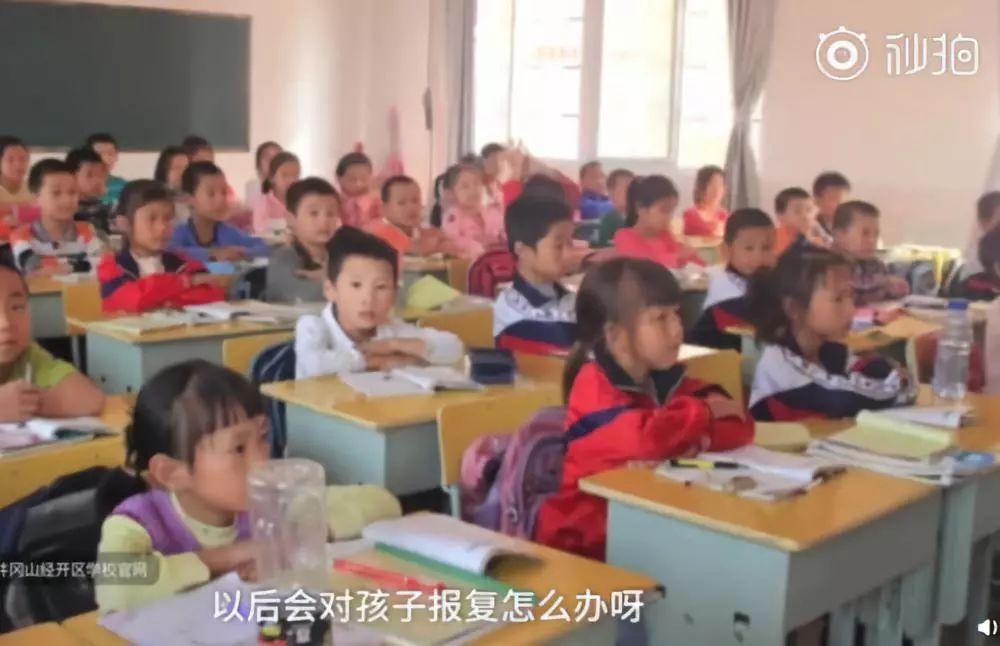 家长没批改作业,老师在群里点名:将来孩子和你一样可悲