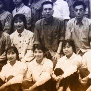 45年前宁波二中师生合影,当时姑娘的颜值…