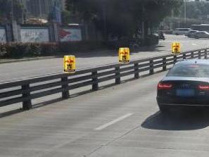 常洪隧道口,总有热心司机献红牛。谁懂啥意思?