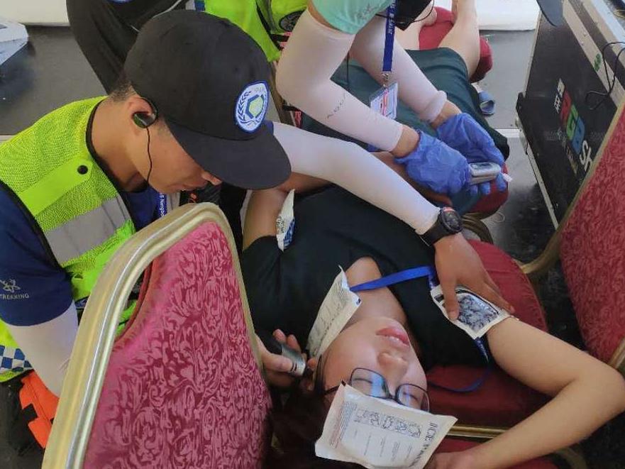 很多人没听过的AED又救人了!宁波旅客赴美航班上成功救人