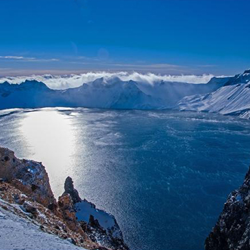冬季的长白山---天池,阳光照射下才叫美