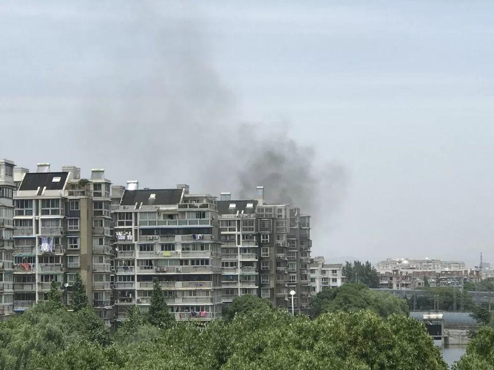 荣安佳境发生一起火灾 这位住户的做法令人后怕……