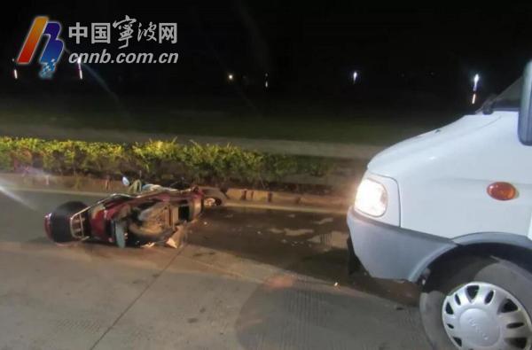 象山一电动车载人还闯入机动车道 被面包车撞翻推行了数米