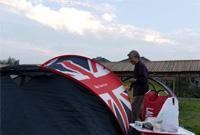 露营看世界杯,引来老奶奶