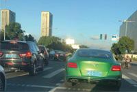 宁波街头辆绿色豪车,真骚