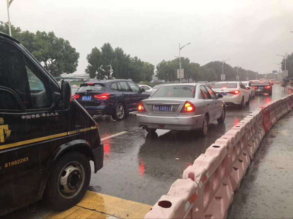 大雨+早高峰+周一,宁波市区多处积水,开车请当心
