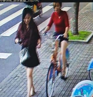 她倆取走別人未歸還的公共自行車,一直未還
