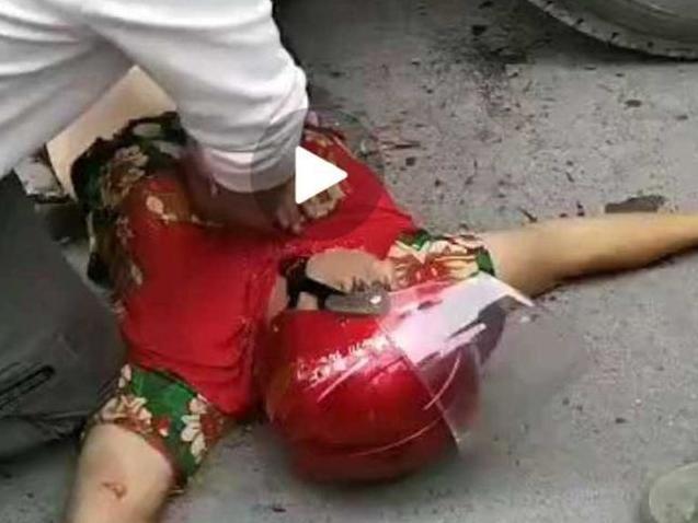 中年妇女骑电瓶车带外孙女被轧,又是大货车闯的祸