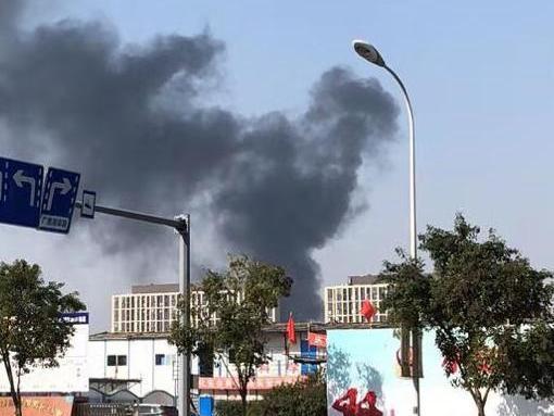 鄞州欢乐海岸起火了,本来快要开业的地方。