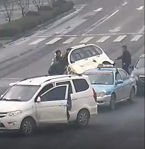 """镇海""""快闪""""救援感动全国 第一个挺身而出的司机找到了"""