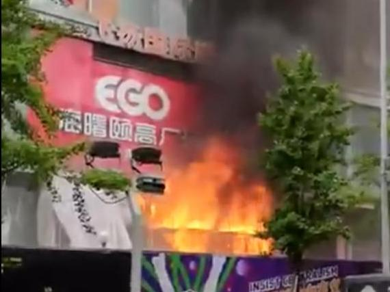 颐高数码广场那又着火了!记得上次也是装修引起的