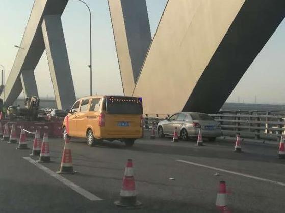 明州大桥又在打补丁了,这什么修补频率