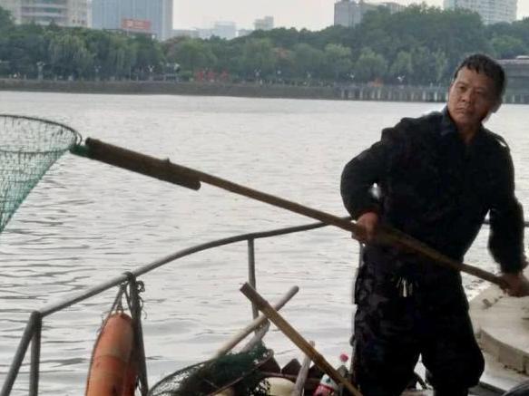 義烏江已打撈約10噸死魚 初步排除水質原因