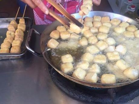 宁波哪里还有那种一串一串的臭豆腐啊?小时候吃到过