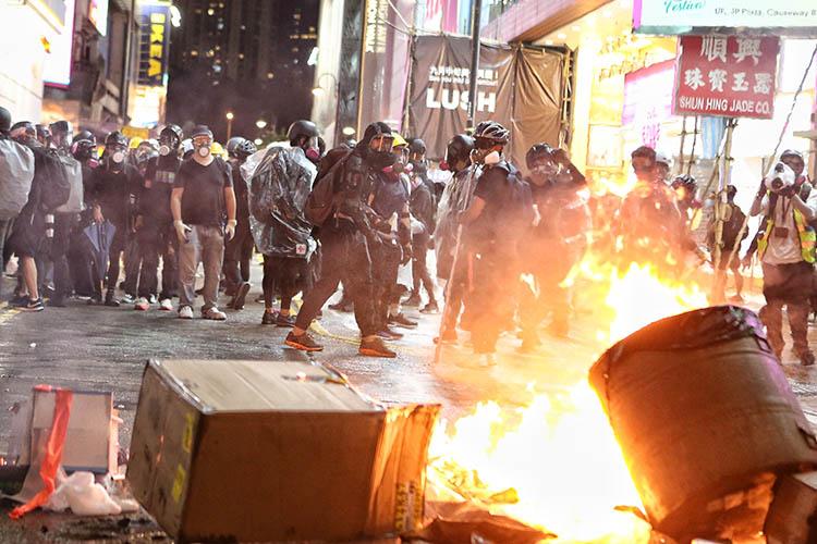 """人民日报:香港""""保卫战"""" 已到了退无可退的地步"""