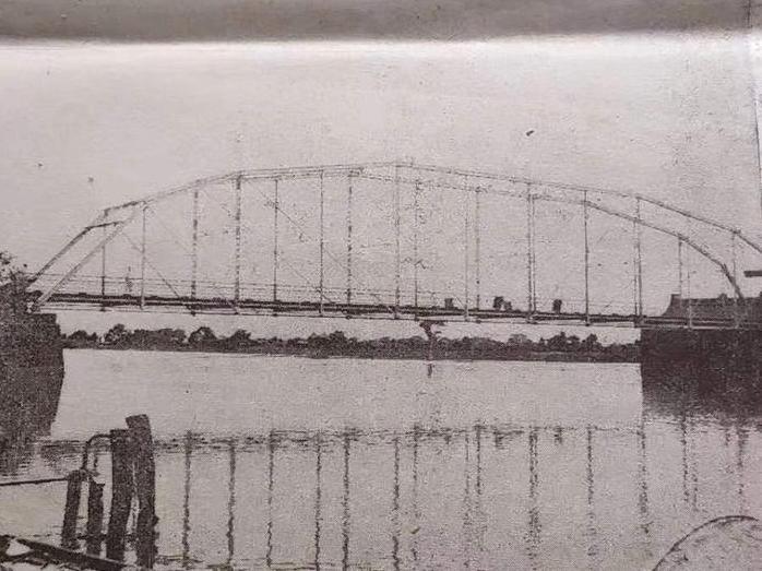 奉化有座钢架桥,比灵桥早三十年。可惜2007年被毁