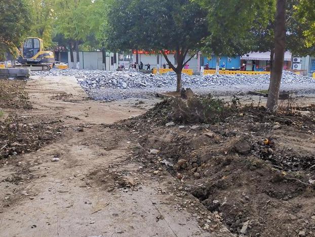 市民最爱去的小广场,一言不合,就被铲掉重建了?