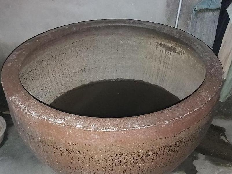 现在就算是农村也找不到几口这种老物件,酿酒神器