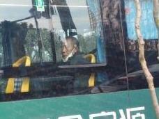东方巴士某路公交,口罩戴和没戴都一样
