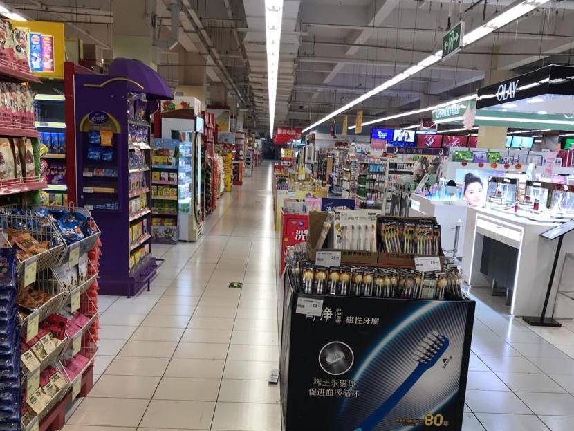 上午十点,市区某超市内,见不到几个人